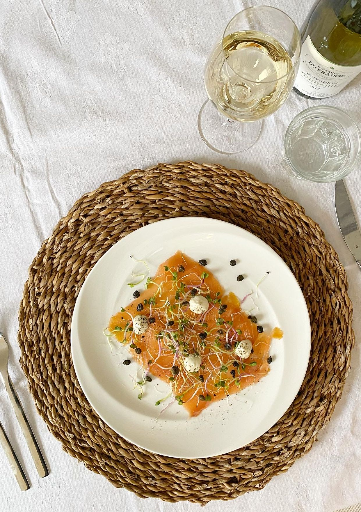 Zalmcarpaccio met crispy kappertjes & een mierikswortelcrème