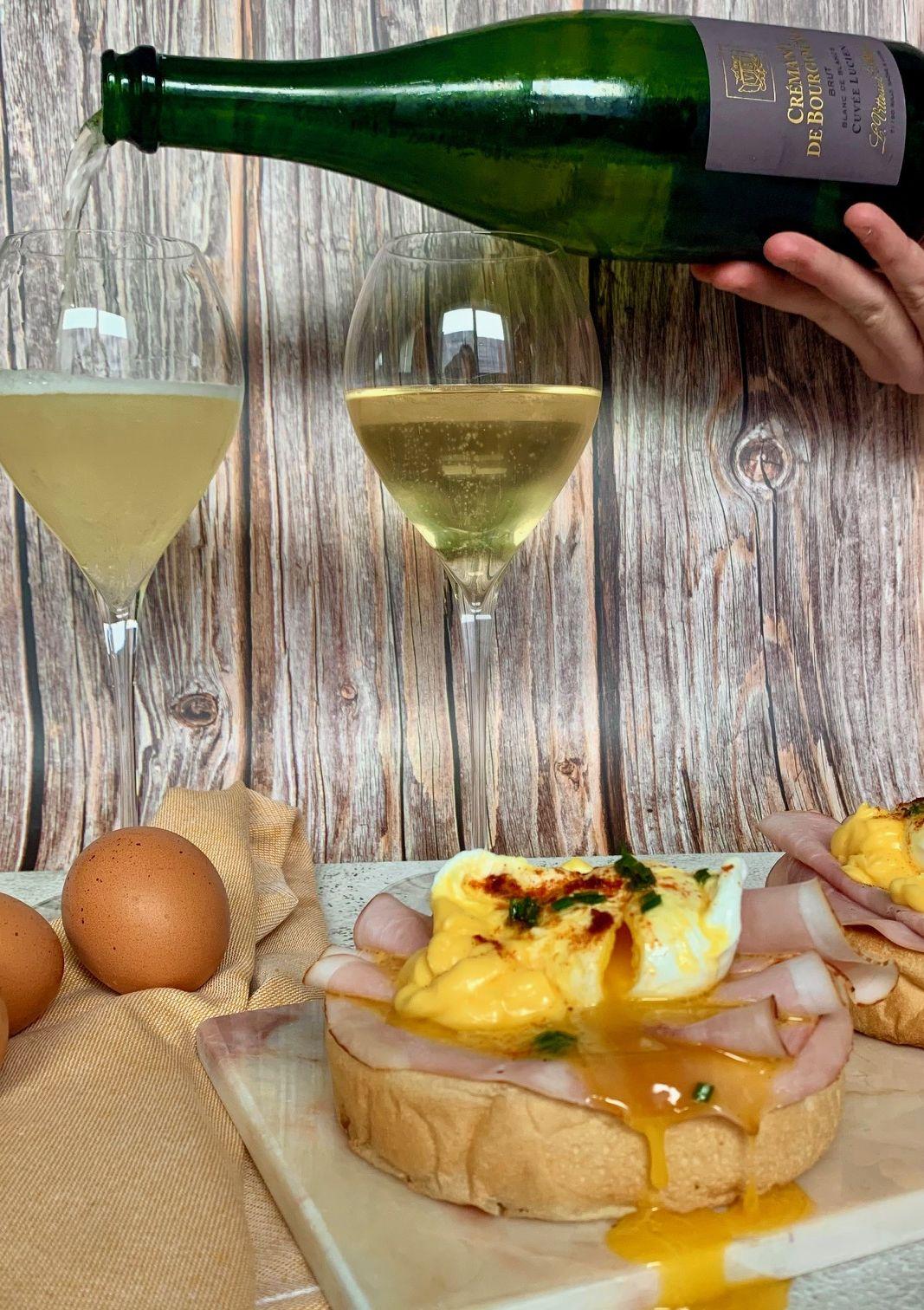 Eggs benedict met Crémant de Bourgogne