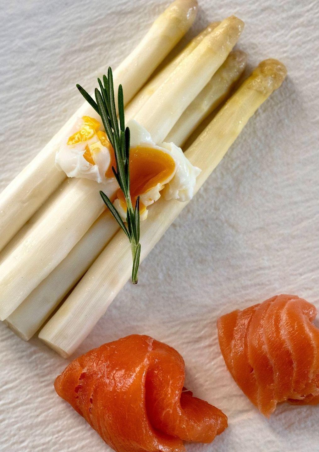 Klassieke asperges met zalm